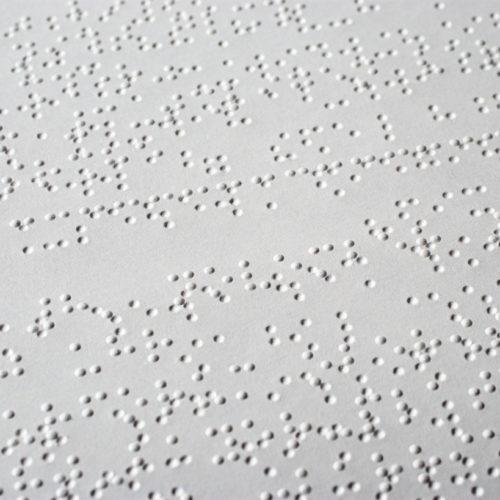 Apple y Microsoft se juntan para crear un nuevo estándar USB en braille.