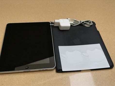 iPad 1 WiFi 16GB negro + cargador original + funda original + iPod Touch 1WiFi  8GB (de regalo)
