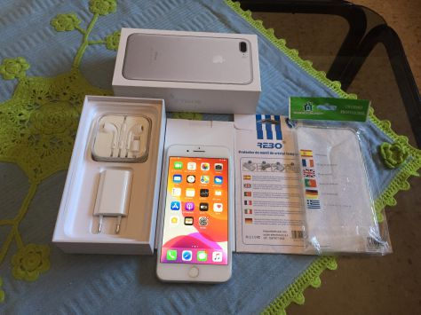 IPHONE 8 PLUS - 64GB, LIBRE, PLATA,, COMO NUEVO!!!!